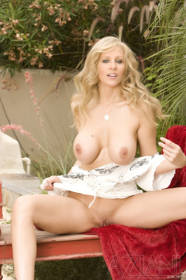 é julia ann naked pictures nice