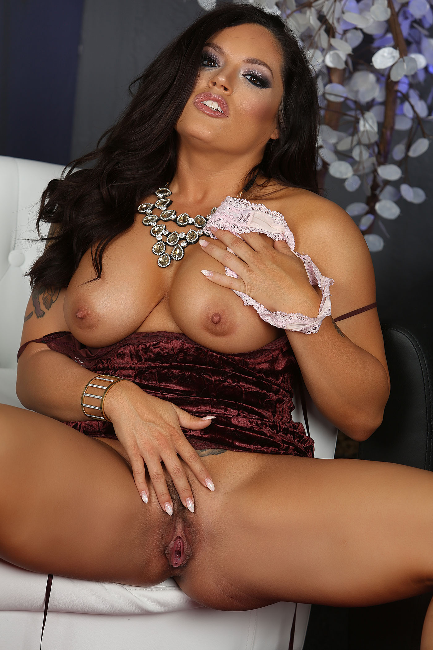 Hot milf jewels jade banging in rv - 1 3